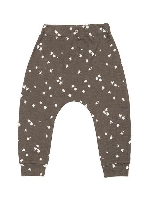 Fina byxor i tunn, härlig kvalitet från Rylee & Cru. Byxorna är bruna och har ett fint mönster med vita stjärnor.