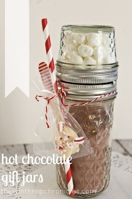 Hot chocolate gift in mason jars!! This would be a great Christmas gift!