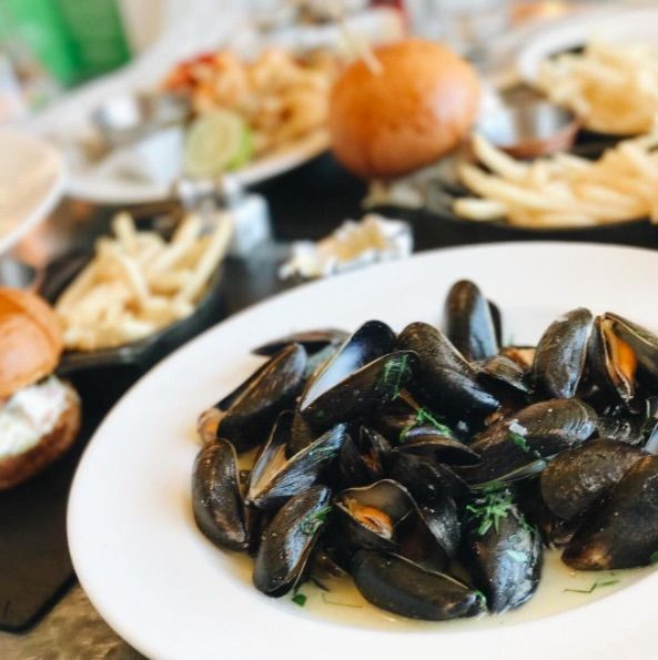 Keeping it authentically French this fine Thursday with our Moules Marinière.  kkeatslots