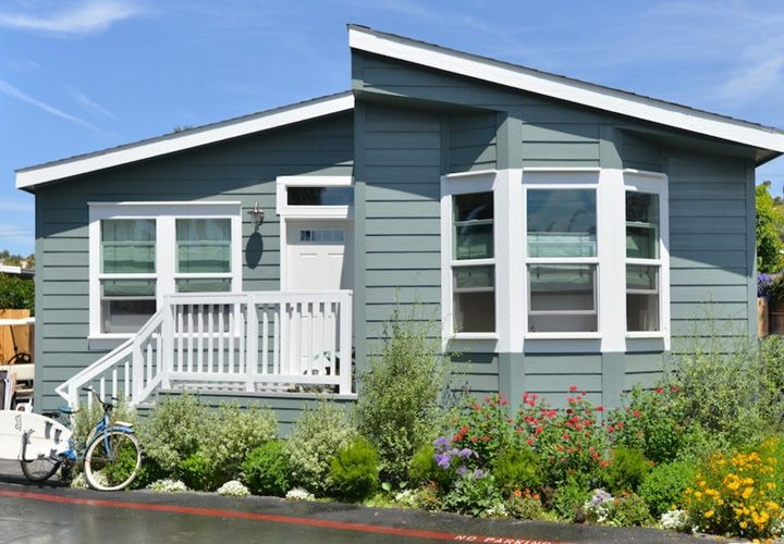 Best 25 mobile home exteriors ideas on pinterest manufactured home porch manufactured home - Painting mobile home exterior ...