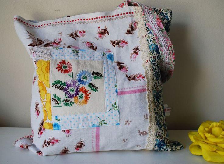 vintageCrafts Ideas, Vintage Wardrobe, Vintage Fabrics, Crafty Beautiful, Bags Diy Zelf, Bags Lady, Linens Bags, Sewing Bags, Arty Crafty