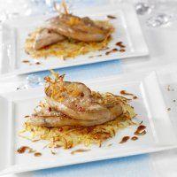 Foie Gras poêlé Montfort sur paillasson de pomme de terre à l'orange Réduction balsamique au gingembre - Cuisine et Vins de France