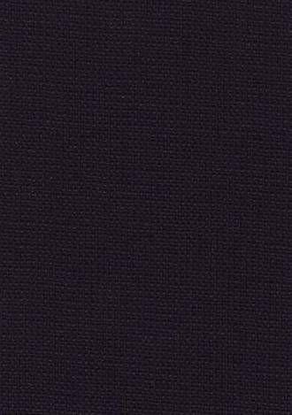 ポーラー  Porus(多孔性)にちなんで、イギリスの会社が商標名に用いて発売した名称が商品化し、一般的に通用するようになったものです。ポーラーとは「多孔」の意味であり、イギリスのエリソン社の商標名でもある。英国ではフレスコ(fresco)と呼ばれる。  この織物はポーラー糸(2本の梳毛糸を撚り合わせたもの)と、他の1本の梳毛糸とを逆の方向の撚りでさらに撚り合わせた、ゴツゴツした撚糸を経緯糸に用いて、密度を低く織った薄手の梳毛織物である。他の梳毛織物に比べると、さらっとした感触があり、清涼感もあります。紳士サマースーツ、女学生の夏制服などに向いています。  #アパレル #ファッション #ファッション用語 #wiki #生地 #織物 #織布 #マテリアル #テキスタイル #apparel #fashion #material #textile #fabric #woven