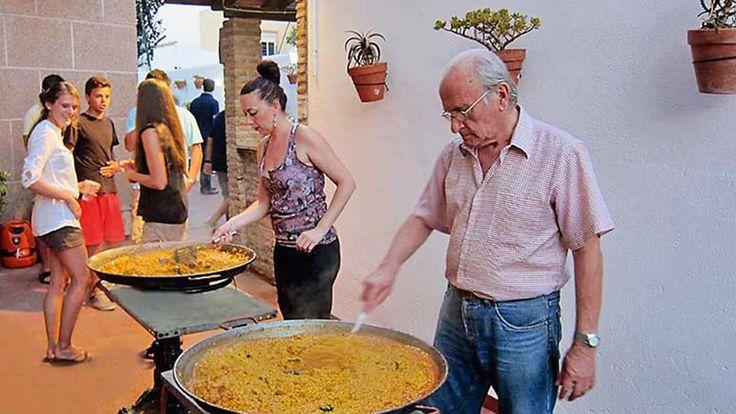 Gemeinsames Paella Essen nach dem erfolgreichen Sprachkurs ist immer ein Highlight. #Paella #Malaga #Spanien #Sprachreise #Sprachkurs #Highlight #beliebt #Sprachferien