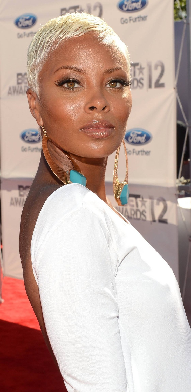 Eva Pigford. I only watched Tyra Bank's reality show once ... and Eva Pigford was the winning model that year.