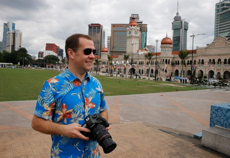 23.11 Le Premier ministre russe Dmitri Medvedev a joué aux touristes pendant le sommet de l'ASEAN à Kuala Lumpur.Photo: epa/Dmitry Astakhov/government Press Service