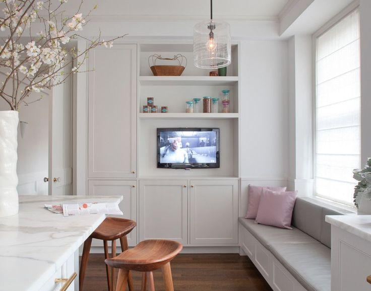 ♥♥♥ Телевизор на кухне. Кухня – место, где семья проводит достаточно много времени. Вполне закономерно, что в роли «развлекателя» гораздо чаще выступает телевизор.