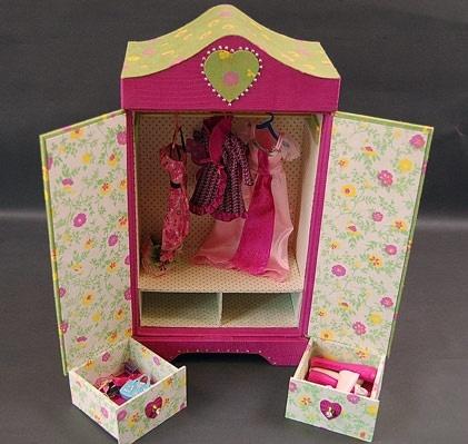 Armoire poupee en cartonnage baby-doll