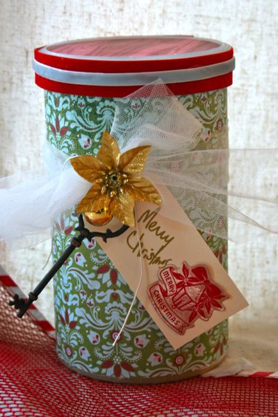 Re-purposed oatmeal canister, great for gift giving, cookie storage, or just about anything.