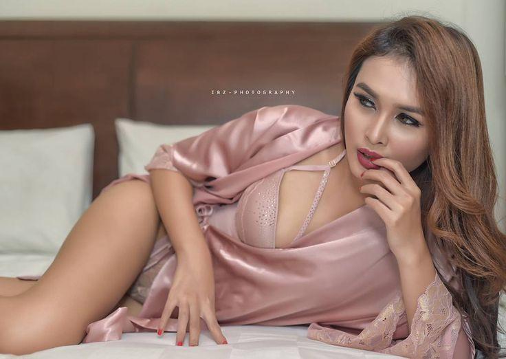 Inframe model @surimeilani - - - #photoshoot #photography #photomodel #sexymodel #sexycostume #indonesiababes #indonesiangirlsonly #boudiorphotography #boudoir #uncoveredmagazine #justgoshoot #stunning_shots #photooftheday