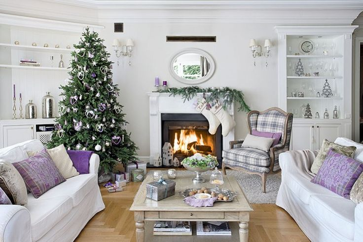 Made in heaven: Purple Christmas-greenery on mantel