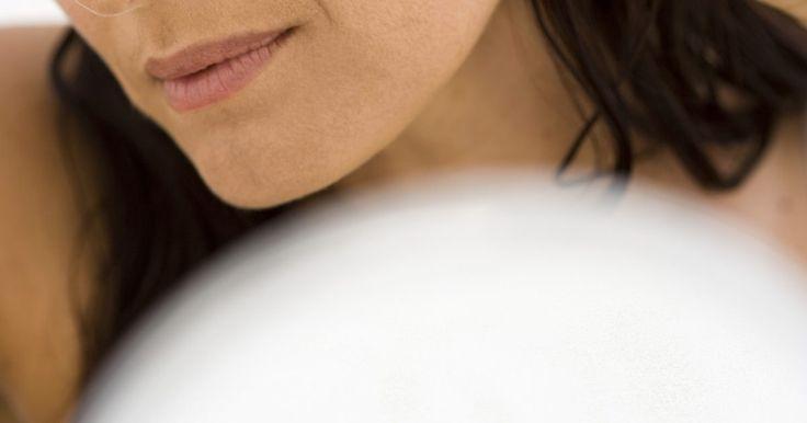 Cómo saber a ciencia cierta si tengo liendres. Las liendres son los huevos de los piojos, que se adhieren firmemente a los ejes del cabello y pueden ser difíciles de eliminar. No se puede tener liendres a menos que tengas o hayas tenido piojos. Las liendres no muerden o causan picazón, como los piojos, pero pueden ser feas y vergonzosas. El tratamiento de los piojos no siempre elimina las ...
