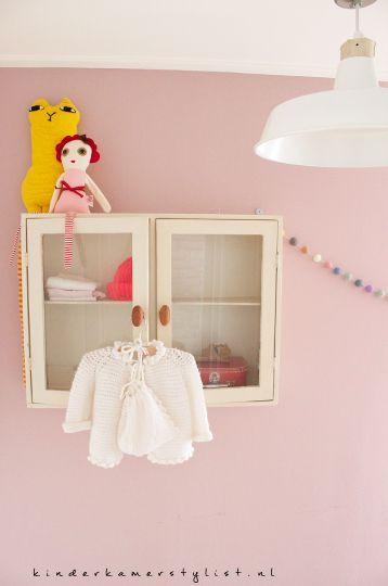 #Kleine #babykamer #small #Nursery #girlsroom   Kinderkamerstylist