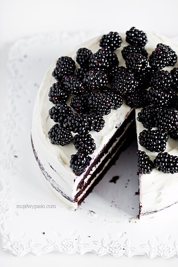 CIASTO Black Velvet Cake