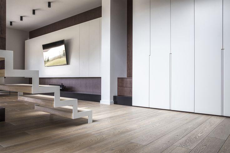 podłoga marki Esco z kolekcji Kolonial. Deski Dąb Smoked White w selekcji Superb o wymiarach 20x185 mm #ESCO #deski #podłogadrewnina #minimalizm #wnętrza