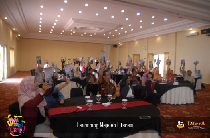 Launching Majalah Literasi di acara Fun Writing Camp  #NulisItuKece