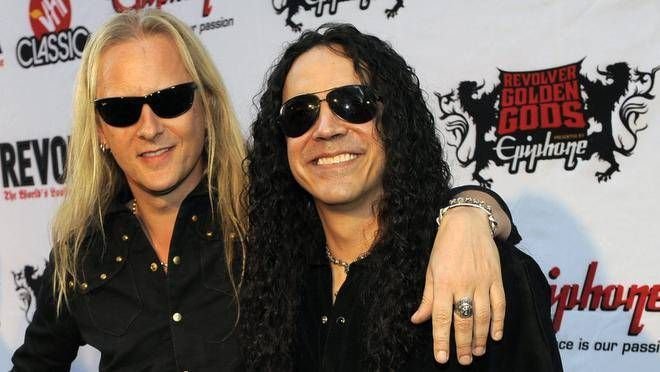 Alice In Chains' Jerry Cantrell & Mike Inez are Guest Stars at Rock and Roll Fantasy Camp -  http://www.rockcamp.com/fantasy-camp-with-aic-and-stp.php