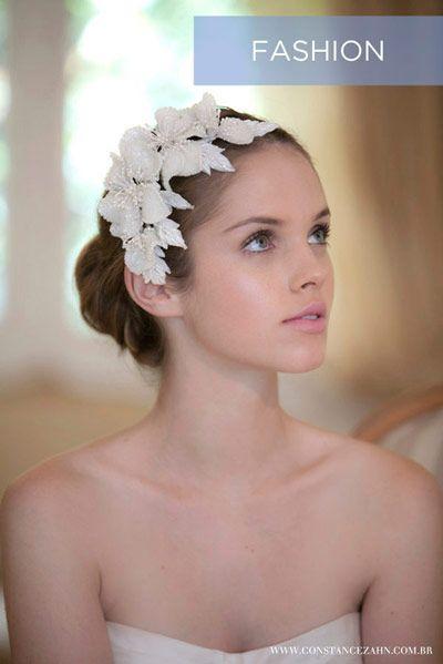 Penteado noiva - Coque com flores de paetê - Casamento (Foto: Paulo Rocha) #casamento #noiva #penteado