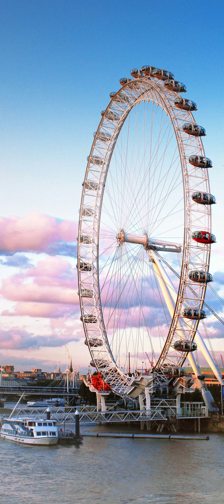 The London Eye! See the top 10 attractions you can't miss when visiting London, England for the first time! Double Decker Buses | Harry Potter Studio Tour | Palace of Westminster (Big Ben) | Avenly Lane Travel
