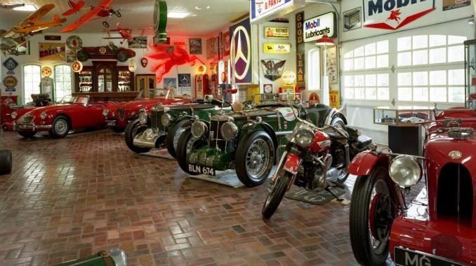 vintage auto garage - Ford Chevrolet