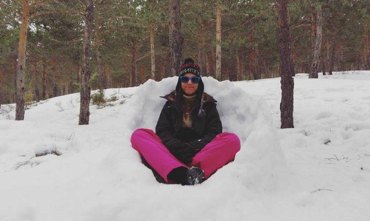 Ha sido un duro día de trabajo. P.D. Os gusta mi nuevo despacho? Jejeje! #buenastardes #viernes #nieve #frio #invierno #vacaciones #feliz #instayo #estoyquelopeto #sexy #naturaleza #quieroverano by glamourdelust