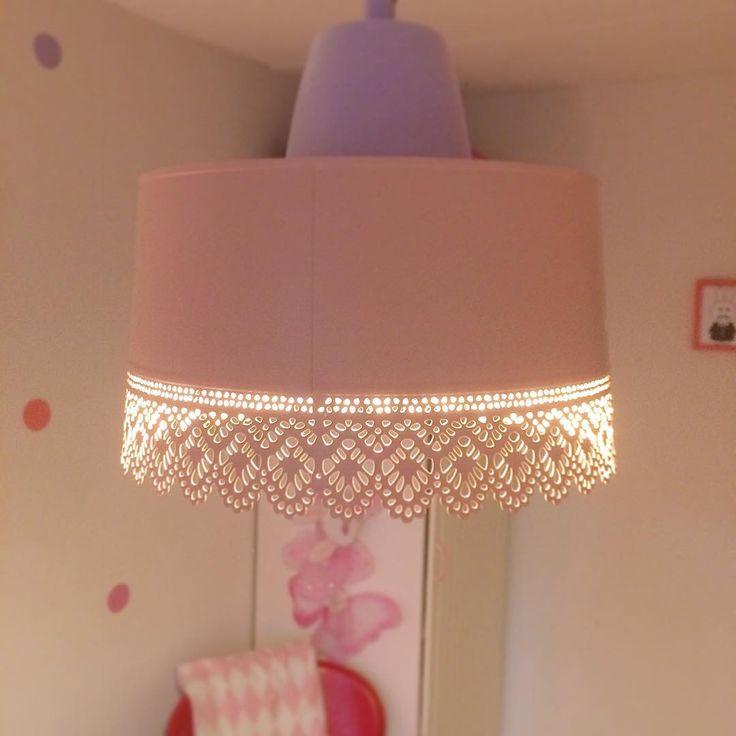 Med inspiration från @mammapyssel blev denna kruka från Ikea en lampa i dotterns rum!  #ikeahack#ikea#diy#återbruka#pink#pastell#barnrumsinspo#kidsroom#lampa#gördetsjälv