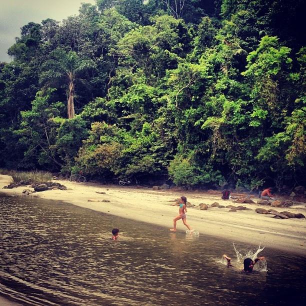 Praia de Juquehy / A 156 km de São Paulo, localiza-se no litoral norte da cidade / Essa praia é linda e para a família com ótimas opções de hotéis, pousadas e restaurantes. Além de mar, na ponta esquerda da praia você encontra um rio para se banhar. Por @Débora Andreucci