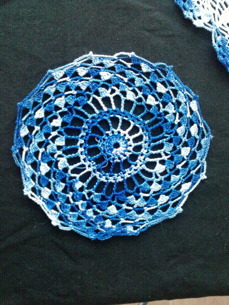 napperon spirale blanc/bleu