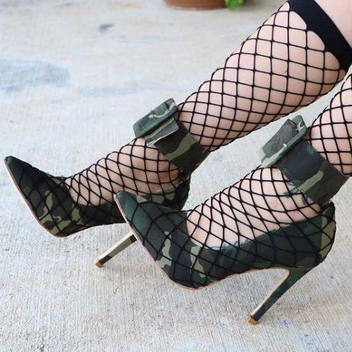 Buckle camo heels
