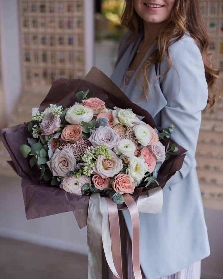 """Polubienia: 1,948, komentarze: 3 – букеты цветы оформления МОСКВА (@flowerslovers.ru) na Instagramie: """"4ый букет в коллекции #14февраля_с_flowerslovers ✨помогите своим мужчинам с выбором😉можно просто…"""""""