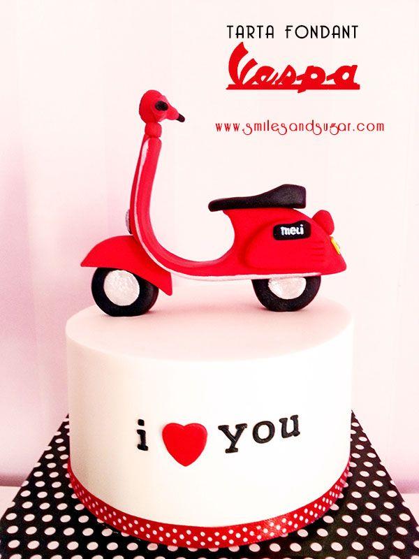 Vespa cake - tarta fondant vespa - tartas personalizadas Valladolid - tartas fondant Valladolid