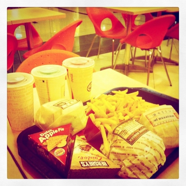 Burger for 3 with hot choco pie and apple pie at Burger King