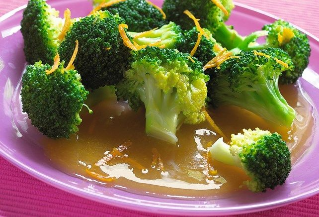 Gestoomde broccoli met sinaasappel