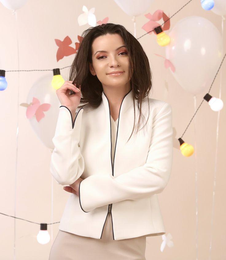 A jacket for special moments! Spring17 | YOKKO #white #jacket #eveningoutfit #elegant #feminine #spring17 #newcollection #style #fashion #woman #yokko