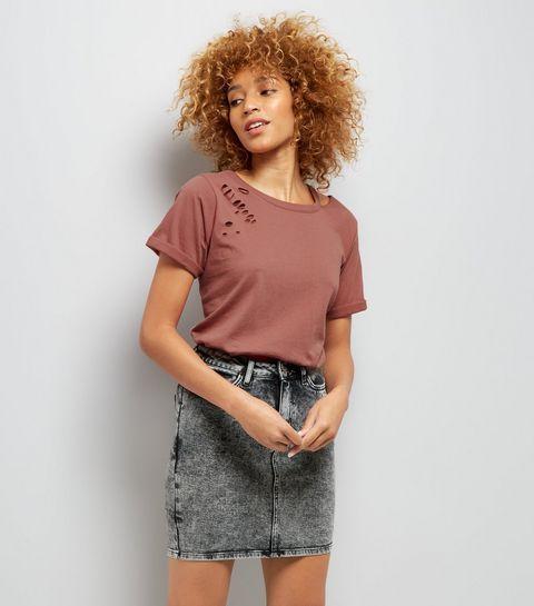 T-shirt bordeaux à col déchiré et à découpes   New Look