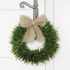 couronne avec des feuilles de laurier, décorer avec des végétaux