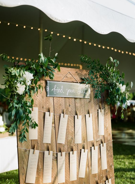 rustic wedding seating chart / http://www.himisspuff.com/kraft-paper-wedding-decor-ideas/8/