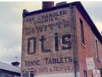 Chandler, R., rear 536 Rathdowne St cnr Richardson St  Carlton VIC Nov1983 5-8A
