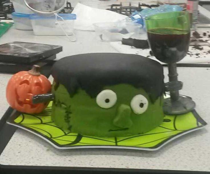 #Frankensteincake #Halloweencake