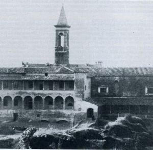 17.01.1944: una bomba distrugge il museo archeologico di Arezzo L'ala occidentale del Museo distrutta dalla bomba (immagine tratta da A. Tafi, Immagine di Arezzo, 1978).