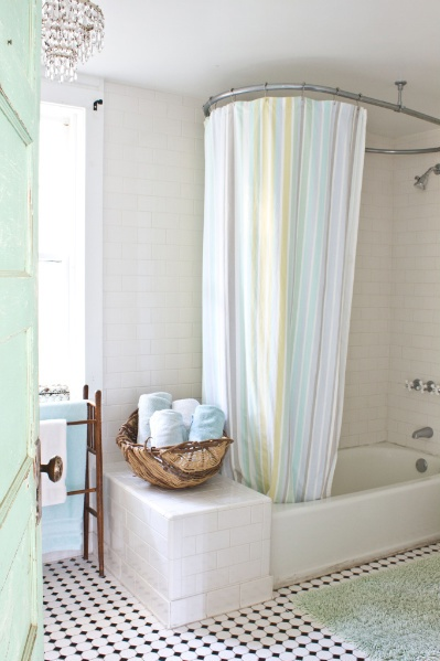 Everybody Seems To Talk About Fancy Schmancy Showers In Tones Of Breathless  Wonderment But I Think This Simple Curtain And Tub Arrangement Is The Bomb.