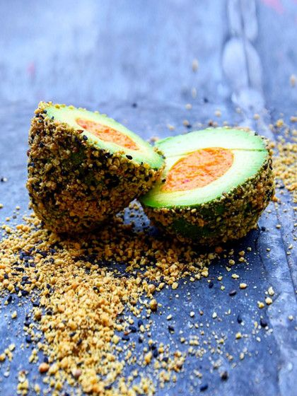 Von Avocados können wir einfach nicht genug bekommen! Warum. Die Superfrucht ist mega lecker, gesund und ein echter Allrounder. Ihr werdet staunen, was man so alles mit Avocados anstellenkann.Unsere Highlights zeigen wir euch in der Bildergalerie!Osterei mal anders: Wie entzückend sind denn bitte diese Avocado-Eiermit Hummus-Füllung.! Das Beste: Dukannst sie ganz easy nachmachen. Einfach eine Avocado halbieren, den Kern und die Schale entfernen und m...