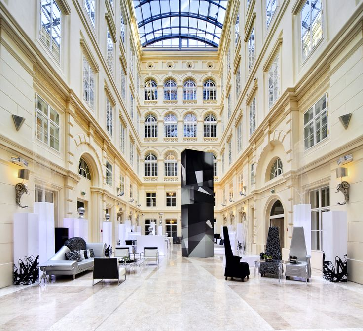 We love it at the Barceló Brno Palace's hotel lobby. It looks so bright and classy!