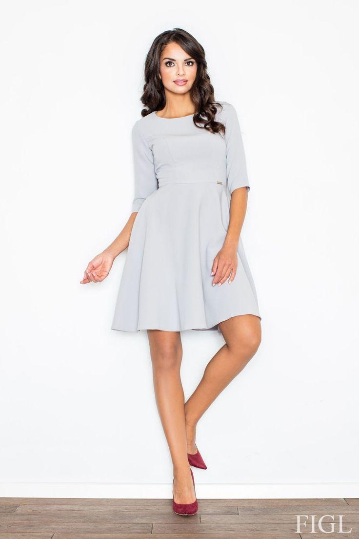 Krásne, nežné, romantické, jednoducho okúzľujúca klasika - jednofarebné šaty s kruhovou sukňou majú dokonale vytvorený strih, ktorý svojim tvarom lemuje krásnu ženskú siluetu a ich nositeľke pomôžu ešte viac podporiť jej šarm, ženskosť a eleganciu. Šaty sú ušité v hladkom áčkovom dizajne, zapínanie je vzadu na skrytý zips. Bez podšívky.  Dodacia doba cca 5-10 pracovných dní.Veľkostné tabuľky