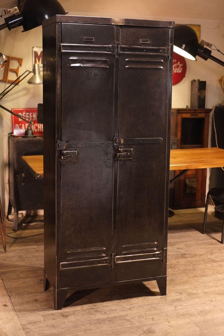 1500 vestiaire ancien 1940 en metal 1 500 2. Black Bedroom Furniture Sets. Home Design Ideas