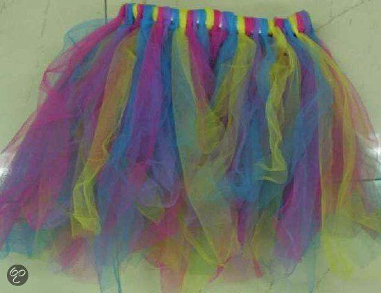 Tule rok zelf maken Knip stroken tule - knoop ze om een lint - knoop het lint om je middel - klaar!!