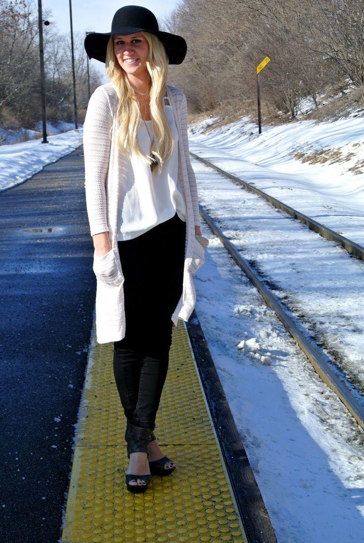 Cream cardigan / black jeggings / floppy hat || ASplashOfBlonde.com