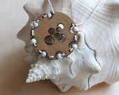 """Подвеска """"Морские сокровища"""" из натурального дерева и турквенита - деревянный кулон - украшения из природных материалов"""