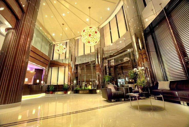 Top 25 ideas about modern hotel lobby on pinterest hotel for Hotel lobby design trends