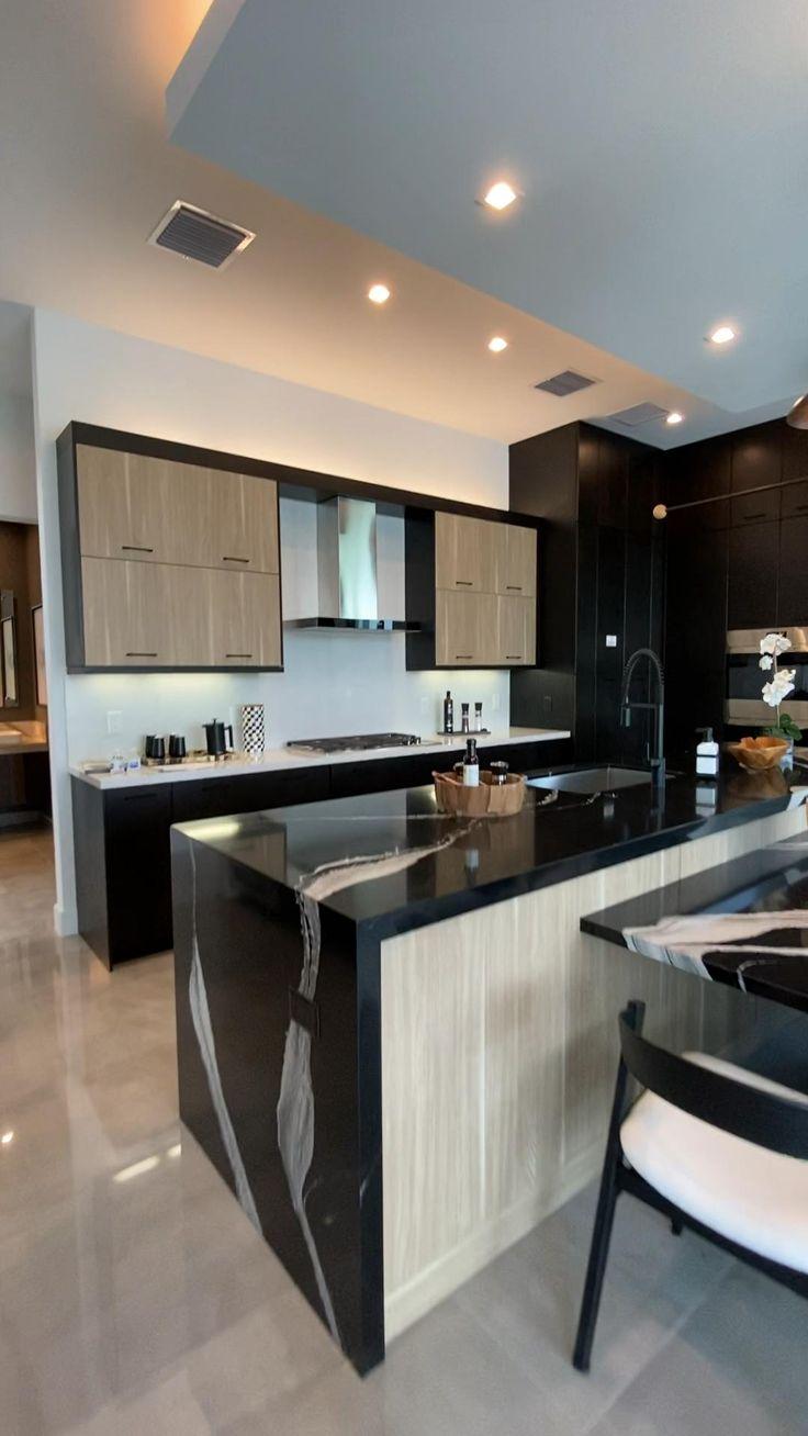 Luxury Kitchen Design, Kitchen Room Design, Open Plan Kitchen Living Room, Home Room Design, Home Decor Kitchen, Interior Design Kitchen, Kitchen Furniture, Kitchen Ideas, Kitchen Ceiling Design